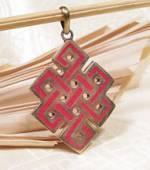 Anhänger Endloser Knoten aus Messing mit Koralle - Tibetisches Glückssymbol - Nepal