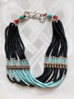 Breites Armband - Onyx und Türkis Perlen - 9 Reihen -  Handarbeit Nepal