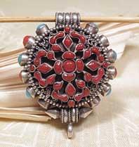 Tibetisches Medaillion - Doppel Dorje Vajra  aus Koralle - Karma Arts - NEPAL