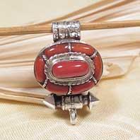 Tibetisches Medaillon - 925er Silber - Koralle - Karma Arts - NEPAL