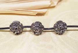 Tibetische Mantra Perle - Om Mani Padme Hum - Lotus - massives Metall - Nepal
