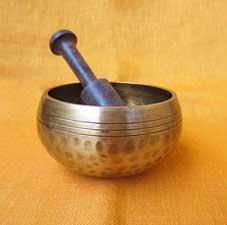 Handgehämmerte Klangschale mit Holzklöppel - 300 Gramm - NEPAL
