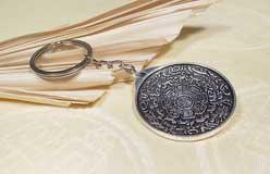 Schlüssel Anhänger - Tibetischer Kalender und OM / Aum Symbol - Nepal
