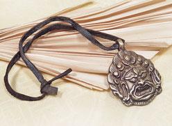 Altes Tibetisches Mahakala Amulett - der Beschützer - Yaklederband - Nepal