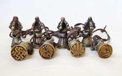 Bronze Amulette - 8 Stück - Tibetische Glückssymbole - Stempel - Nepal